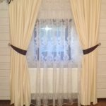 Мансардные шторы с ажурным ламбрекеном