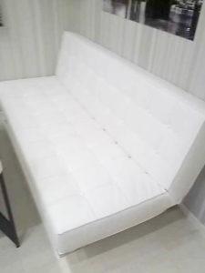 диван без покрывала