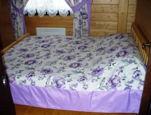 Текстильный дизайн спальни в лиловых тонах
