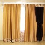 Золотые шторы для спальни